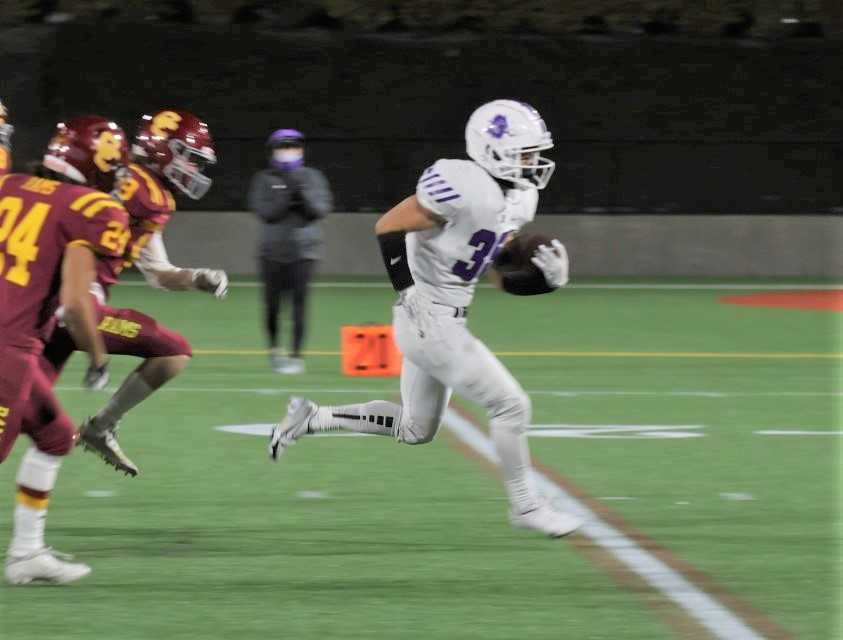Sunset's Caleb Kim breaks loose for a 35-yard touchdown run against Central Catholic on Friday. (Photo by Jim Nagae)