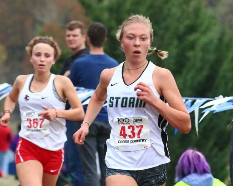 Summit's Fiona Max, leading Lincoln's Kyla Becker, won the 6A girls title. (NW Sports Photography)